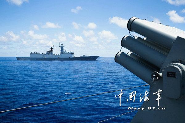 .他们通过设置空中突袭、海面偷袭等实战环节,锤炼部队远海后勤图片