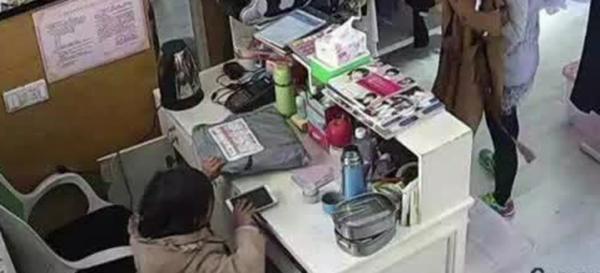 此外,还有一家服装店在今年3月,曾被这名小女孩偷了一部手机,甚至有商户认出这伙人早在去年夏天,就造访过店里。