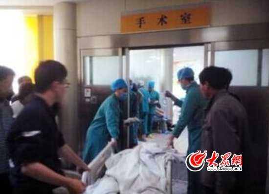 另一名伤势较重的同学仍在医院抢救。
