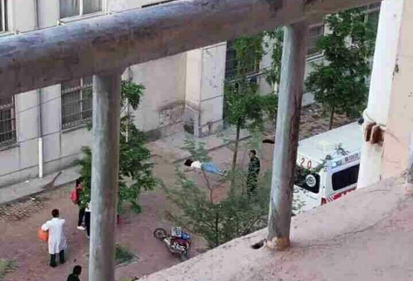 2016年5月12日早6时左右,费县实验中学高一年级20班学生王某雨从女生公寓楼跳楼身亡。