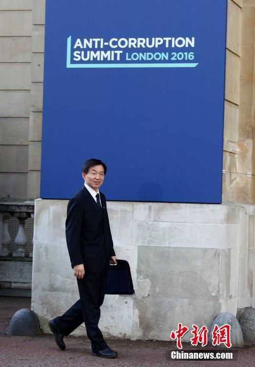 5月12日,国际反腐败峰会在伦敦举行,中国监察部部长黄树贤出席会议。 中新网 图