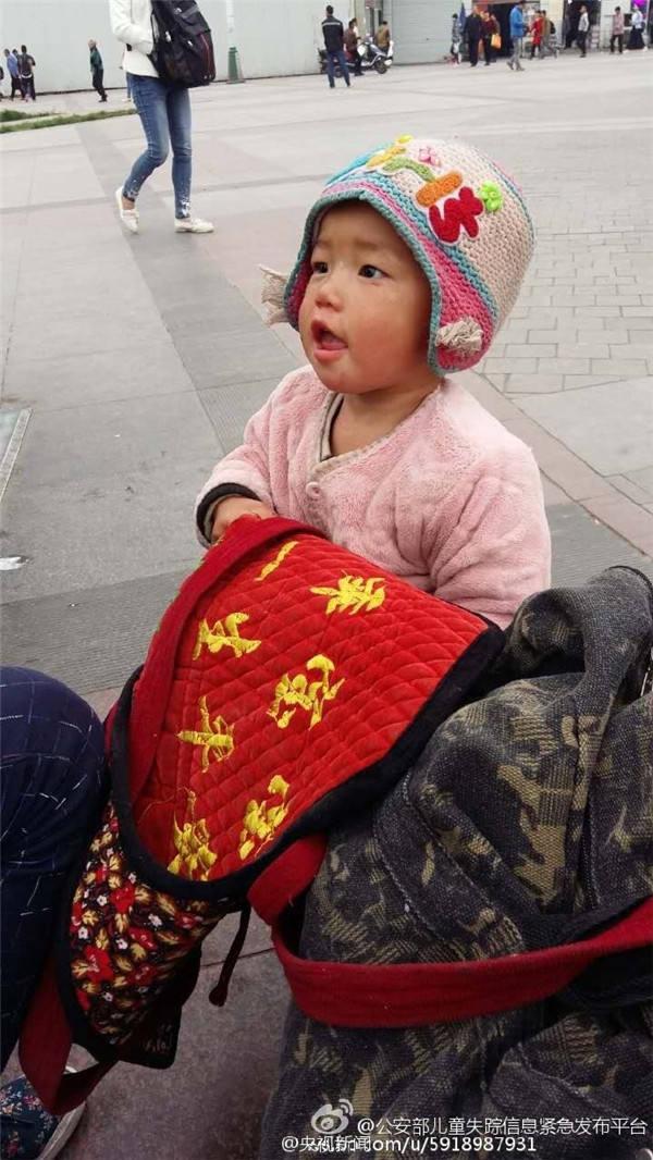 相片中2岁女童疑似被拐。
