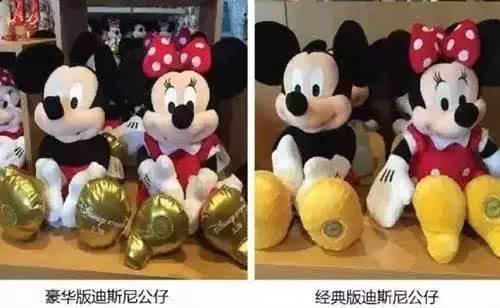 """220元/个。豪华版和普通版的区别:脚底是金色的(-_-),印有""""Disney Story 上海""""。"""