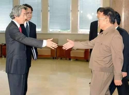 2004年5月22日,金正日与来访的日本首相小泉纯一郎