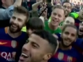 视频-巴萨赛后庆祝夺冠 球员相拥嘶吼昂首高歌
