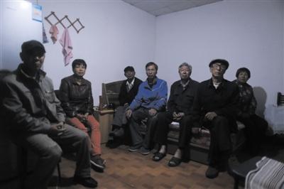 5月15日,平谷将军关村,岳友国和同村的数名乡民一同,多年来不断上访反应该村存在盗采金矿的状况,但不断没有获得反应。新京报记者 彭子洋 摄