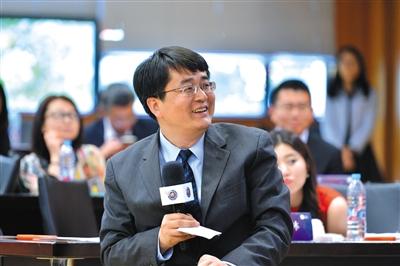 5月11日,上海家化原总经理王茁在上海复旦大学主持了一场论坛。离开上海家化后,王茁自己成立了投资公司。 受访者供图