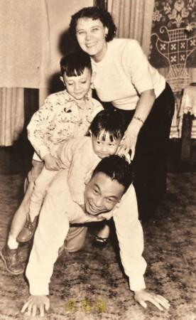 蒋经国夫妇与家人