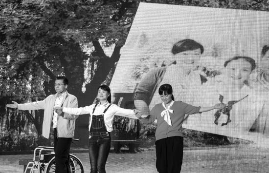 5月15日下午,省委九所集会核心,艺人们呈献了一台出色的廉政节目。 图/潇湘晨报记者 陈韵骄