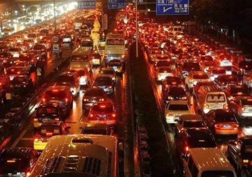 东京的面积是北京的八分之一,人口接近北京的两倍,而人口密度更