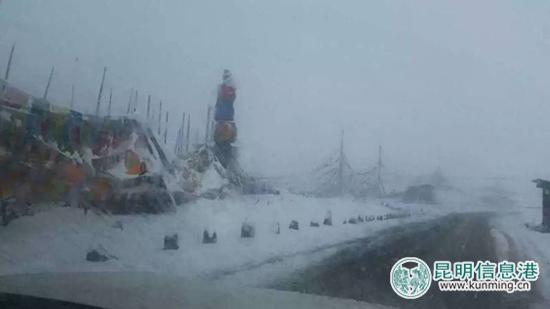 续3天上路巡查扫雪 组图图片