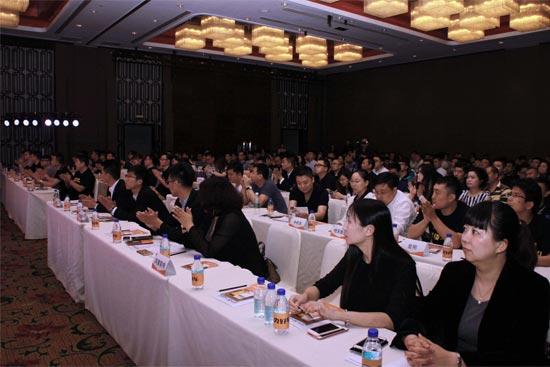 此次峰会吸引了全国300多家汽车经销商的500多位代表