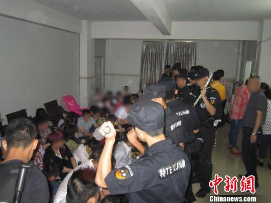 广州警方捣毁_广州警方捣毁一特大地下赌场 抓捕89人(图)-搜狐新闻