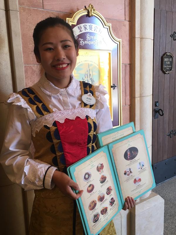 皇家宴会厅(位于奇幻童话城堡)属高级餐厅,提供点餐式服务。 本文图片均来自澎湃新闻记者 臧鸣