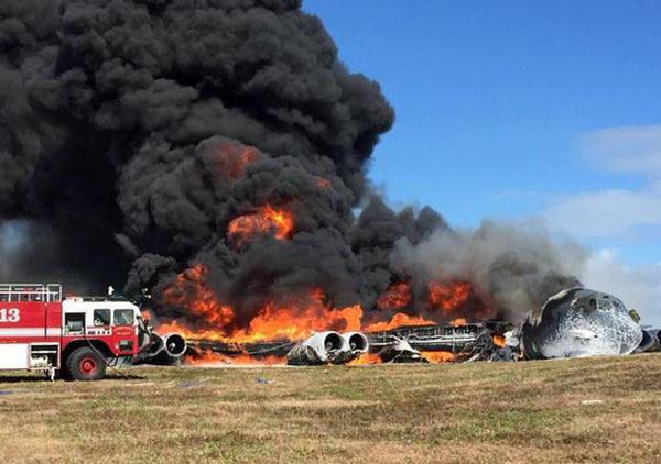 据美联社5月18日报道,美国空军称,关岛一架B52轰炸机在起飞不久后坠毁,全部7名机组人员目前处于安全状态。