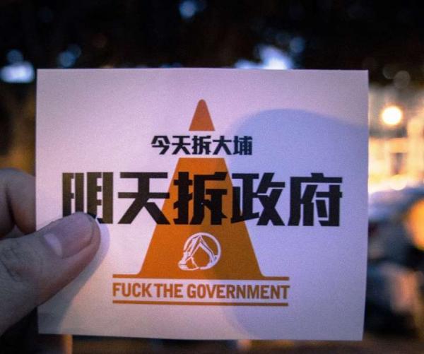 """对此,""""上任典礼筹办委员会流动组组长""""李厚庆示意,这项扮演所要抒发的是,台湾之以是能从曩昔的威权走向民主,都是有数人支出血泪,抗争得来的成绩。在朝后,当各人处在差人、公权利的爱护里,不要忘了本人本来站在军方警方的另外一边。""""民主停止曲""""节目那是要转达这个理念。"""