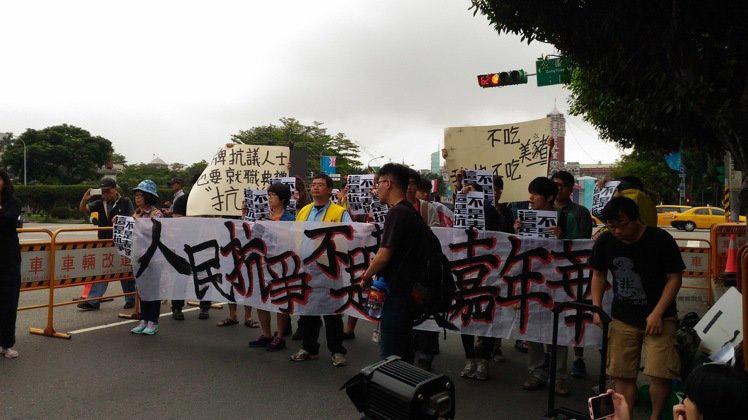 """蔡英文""""就职典礼""""安排""""社运抗议""""表演,引发""""社运团体""""抗议。(图片来源:台湾《联合报》)"""