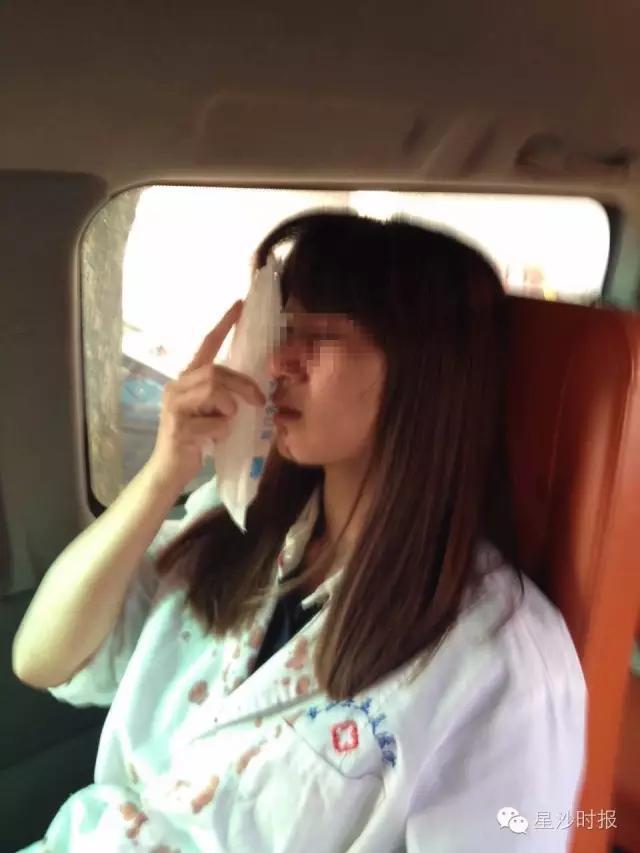 女子不满大夫需要母亲转院 把女大夫打致鼻骨骨折