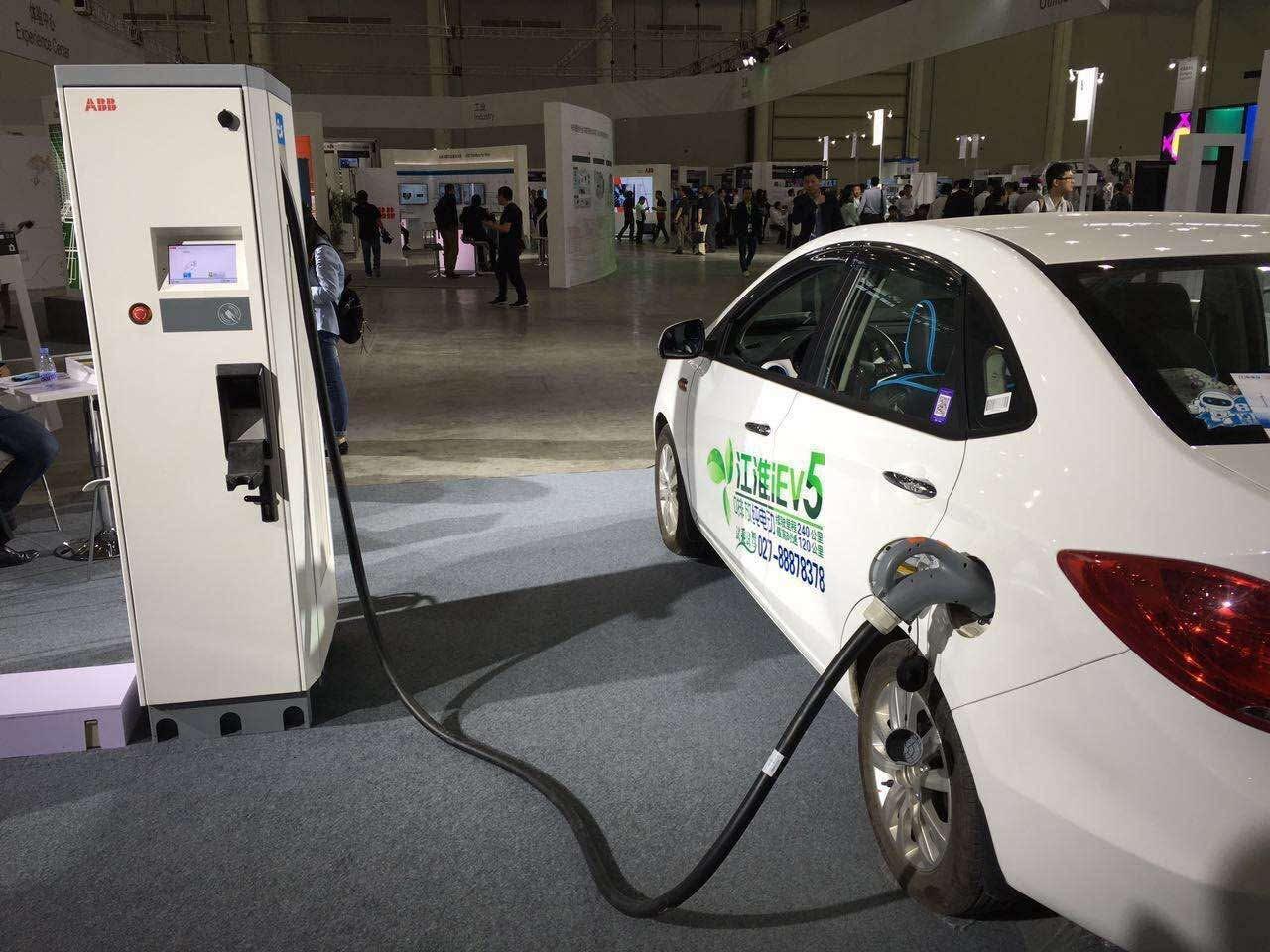 哪个城市有电动汽车充电桩了高清图片