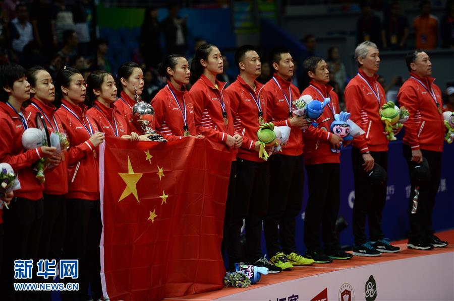 5月21日,中国队选手陈清晨(左)/唐渊渟在比赛中庆祝得分。