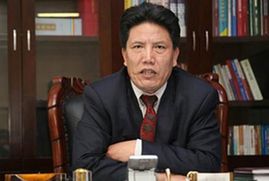 西藏自治区党委副书记、自治区政府主席洛桑江村