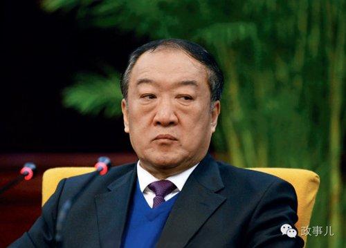 2014年6月14日,全国政协原副主席苏荣涉嫌严重违纪违法,接受组织调查。作为十八大后中纪委拿下的首个副国级高官,苏荣落马后,其妻子于丽芳也成为了焦点。