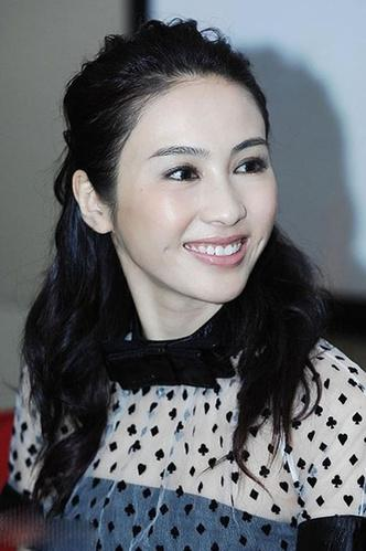 俞飞鸿她眉眼如王菲,脸庞如温峥嵘,又带着刘嘉玲似的英气,短发灵动图片