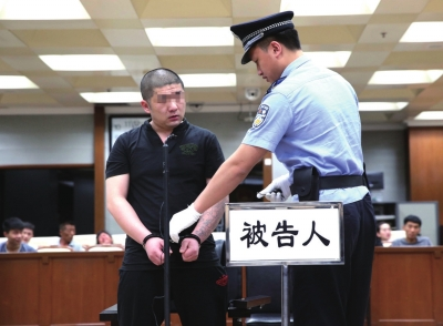 女子吸毒后杀戮前妻受审。京华时报记者 陶冉 摄