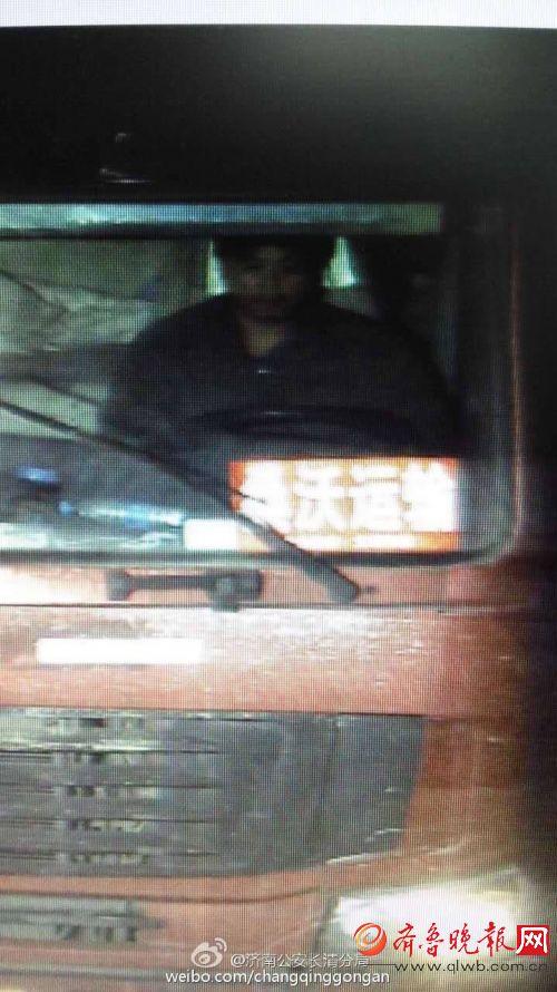 长清一女子砍死前女友的现男朋友后驾货车逃跑 警方公布收集通缉令