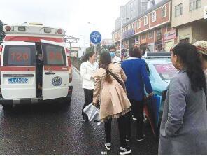 急救人员赶到时孕妇已生产 供图