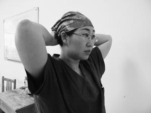 女性 昊天/像每一个爱美的女性一样,吴昊天为自己选择了一款亮色的工作帽