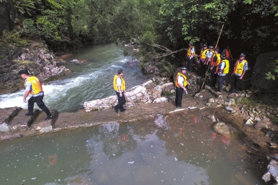 景区漂流突遇山洪8人遇难10人受伤