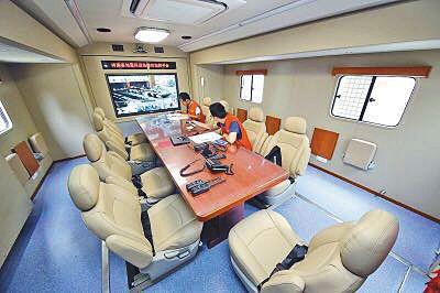 据介绍,地震车内部可容纳十余人开会。河南省地震局供图