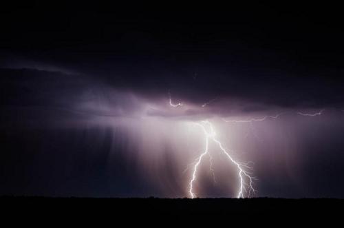 资料图:雷电。