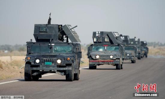 伊拉克反恐部队的坦克车辆驶向费卢杰。很多伊拉克当局军精锐部队也已被调理至费卢杰周边,距伊拉克都城巴格达以西约莫45千米,预备动员打击。