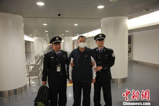 犯法怀疑人柯某流、柯某华兄弟在马来西亚被捕获并被遣送回国 警方供图
