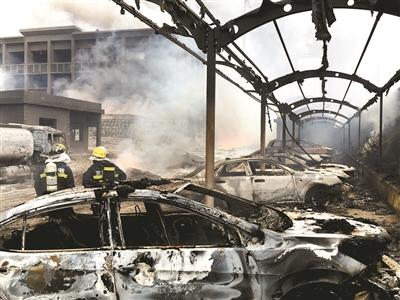 宜昌一化工场大火烧了三小时