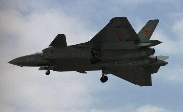 图为歼-20战斗机原型机照片。