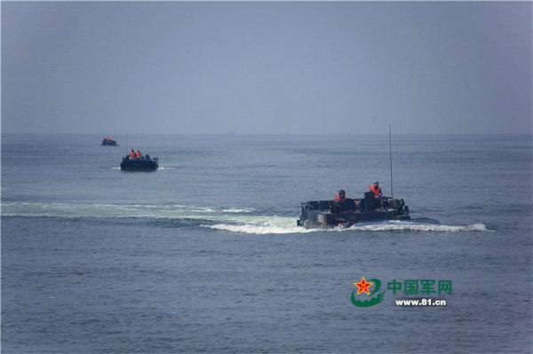 两栖步兵战车海上驾驶