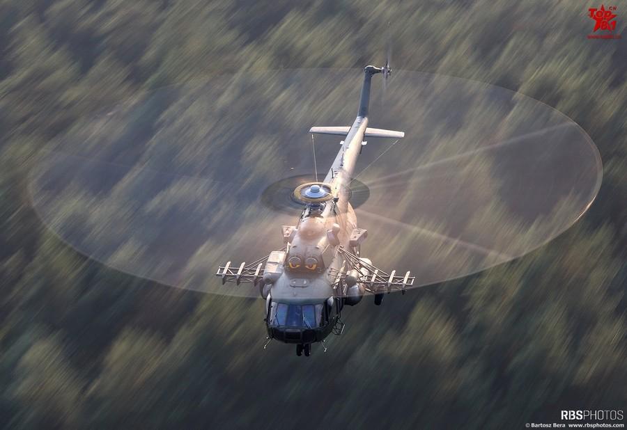 """實拍直升機螺旋槳""""畫圈圈""""(組圖)圖片"""