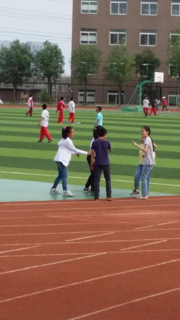 大连理工大学附属学校跑道。 本文图片均由受访者提供