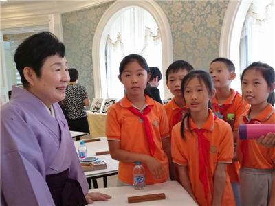 小林芙蓉与中国青少年书画爱好者