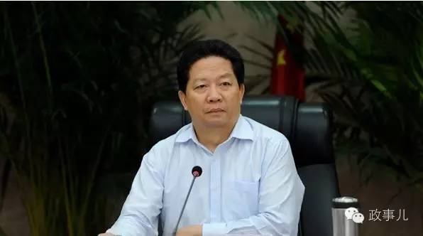 从2015年5月4日,李希任辽宁省委书记,陈求发备任省长至今,辽宁现任党政一把手履新也仅仅刚过一年多。李希到辽宁工作刚过两年,而省长陈求发从外调入也只有一年,这在十八大后的地方人事调整中是一个极为特殊的案例。