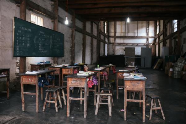 肖寨村距离利辛县有30多公里,不通公车,村内大多是老人和留守儿童,没有外出务工的家庭,人均年收入仅有5000多。 视觉大发一分pk10 资料图