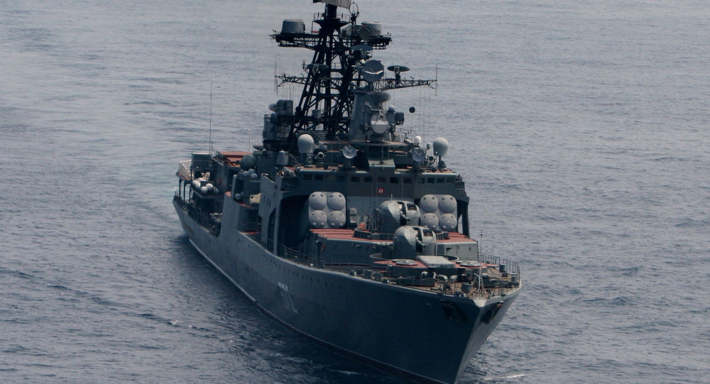 """""""维诺格拉多夫海军上将""""号1155型大型反潜舰(图)和""""伊尔库特""""号油轮、""""福季・克雷洛夫""""号拖船日前驶入钓鱼大附近海域。"""