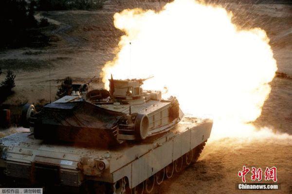 原文配图:图为美军M1主战坦克进行射击训练。