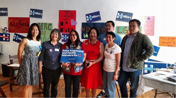 许多亚裔的志愿者积极为希拉里助选。