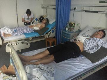 受伤两名协警,经手术急救均已离开性命风险。
