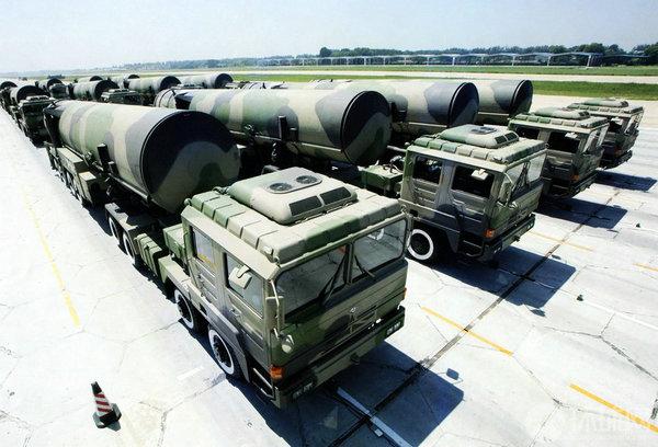 """资料图:中国""""东风""""系列洲际弹道导弹。"""