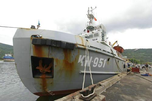 解放军舰艇被指高速逼近越南船 持枪驱离